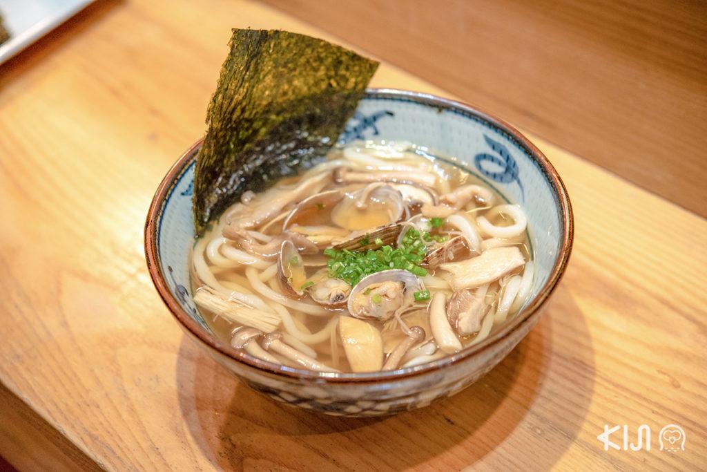 มา Miyatake Sanuki Udon แล้ว ก็ต้องลองเมนูเด่นของร้านอย่าง Edo Asari Udon