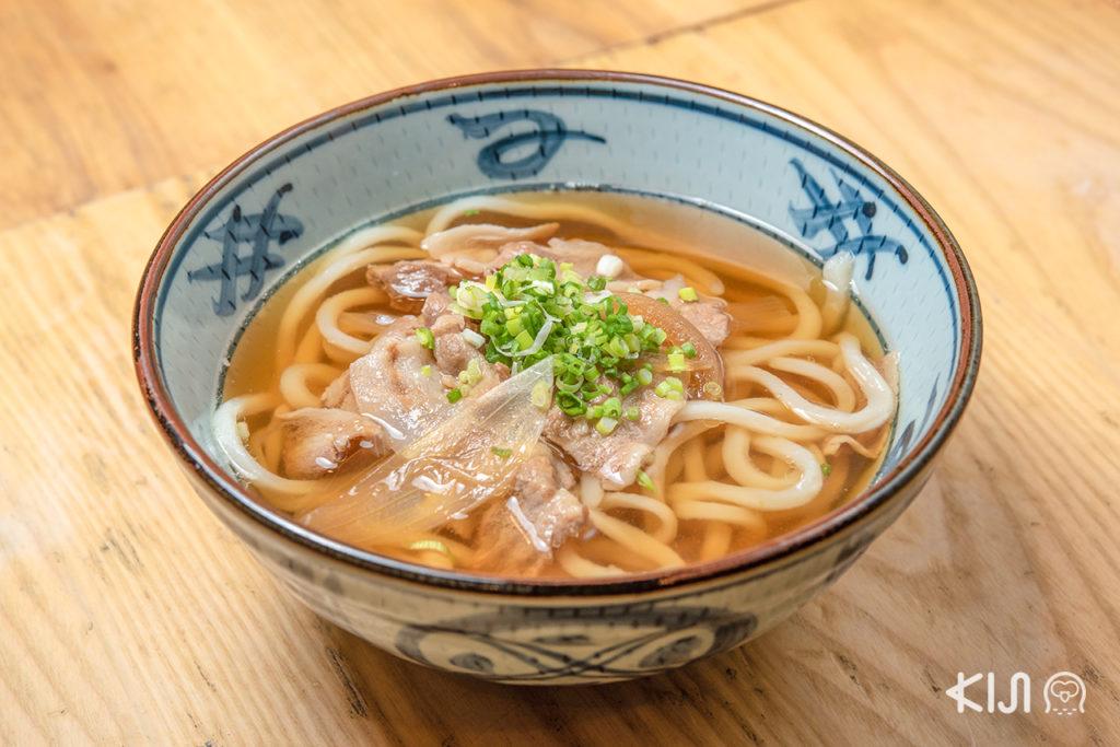 ด้าน Pork Udon ก็น่าทาน แถมเป็นอีกหนึ่งเมนูขายดีของร้าน Miyatake Sanuki Udon ด้วยนะ