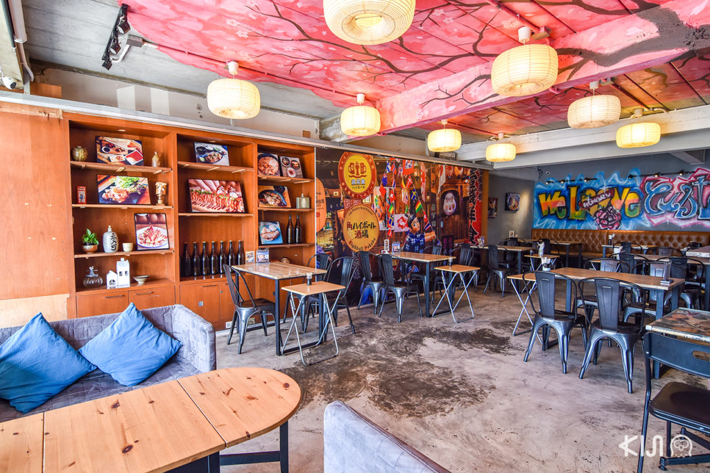 บรรยากาศภายในร้าน Rock N Rolls Sushi Cafe