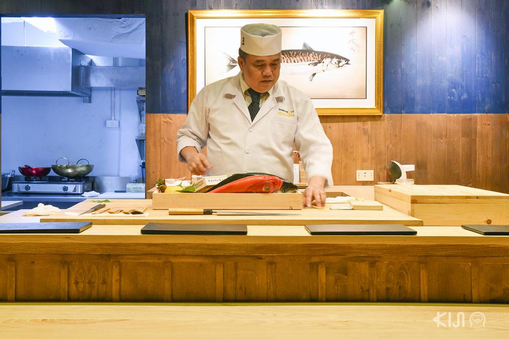 เชฟของร้าน Shinkanzen Omakase