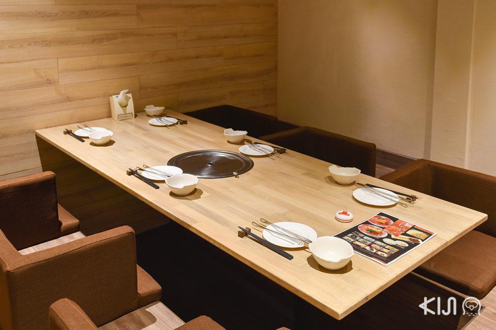 ที่นั่งภายในร้าน Hokkaido Grill Yakiniku & Jingiskang EZOYA