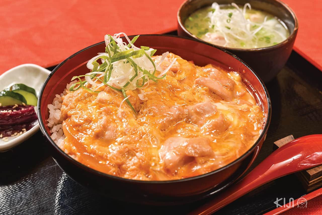 ดงบุริ ข้าวหน้าไก่กับไข่ ร้าน Hinaya