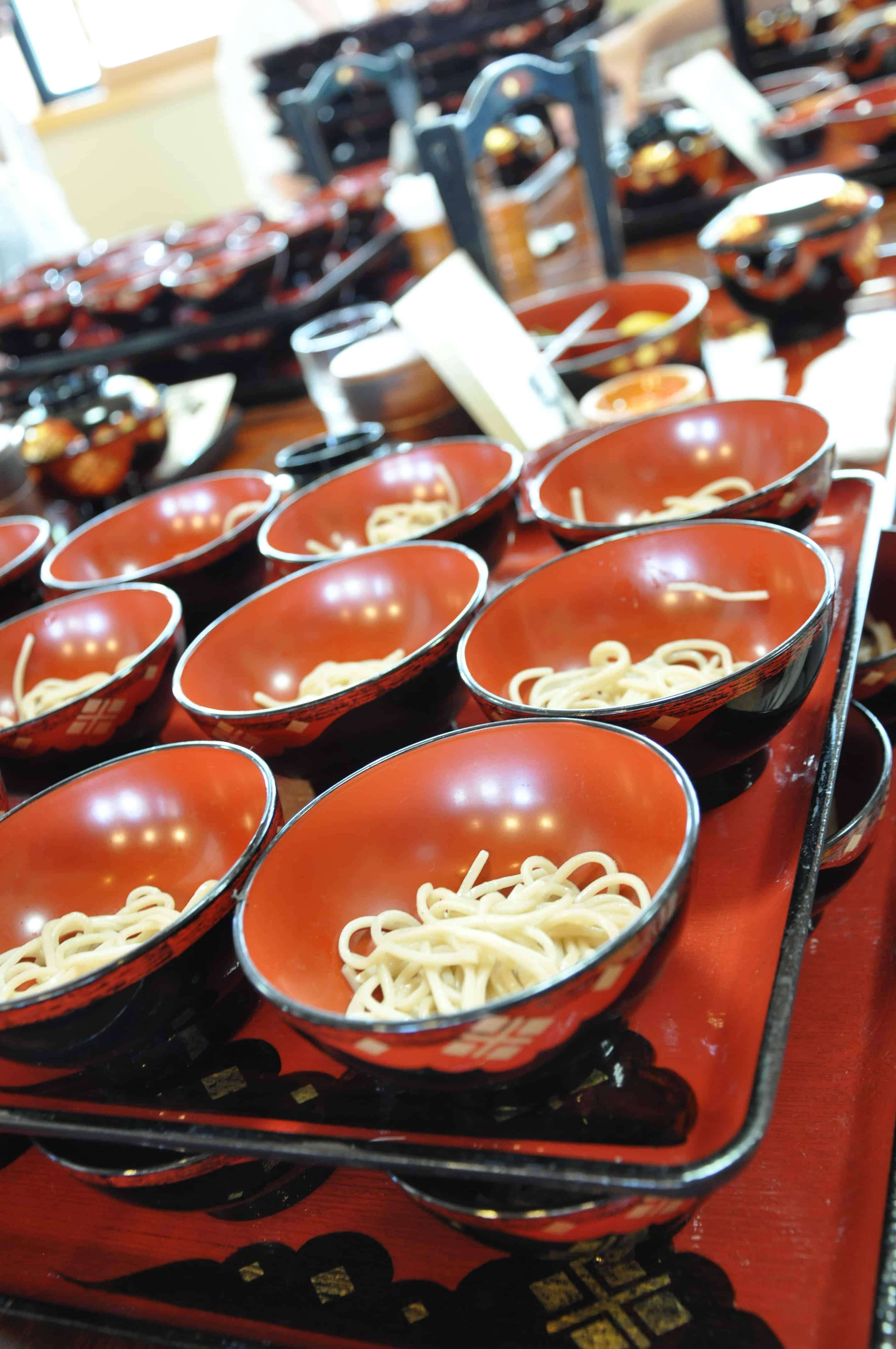 การกินวังโกะโซบะที่คล้ายก๋วยเตี๋ยวเรือของไทย