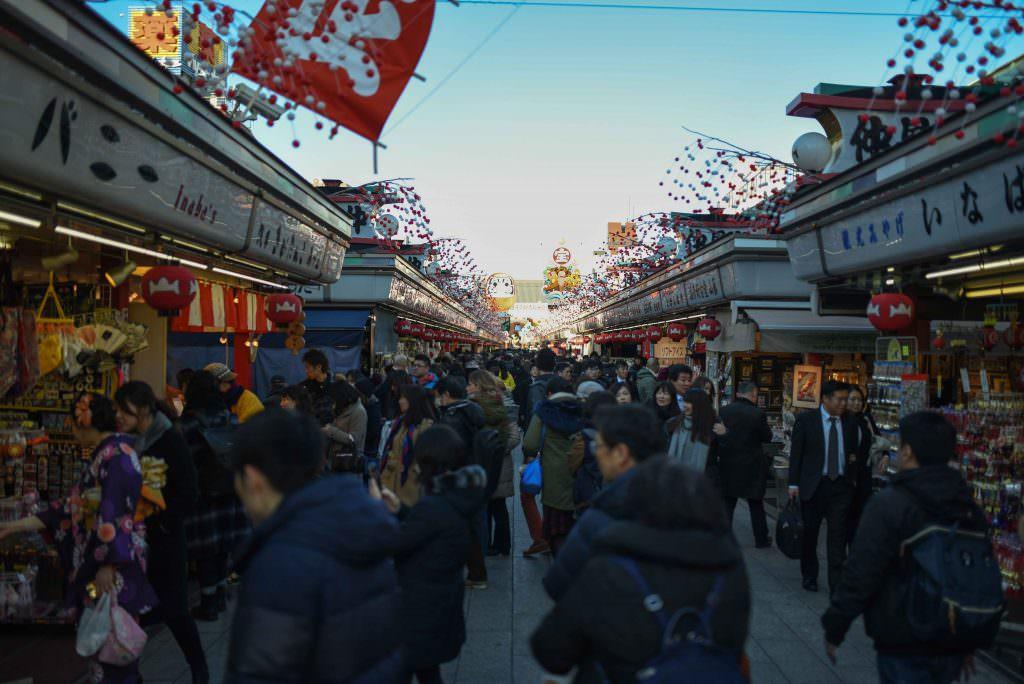 ร้านรวงต่างๆ ตรงทางเข้าวัดเซ็นโซจิ (Sensoji)
