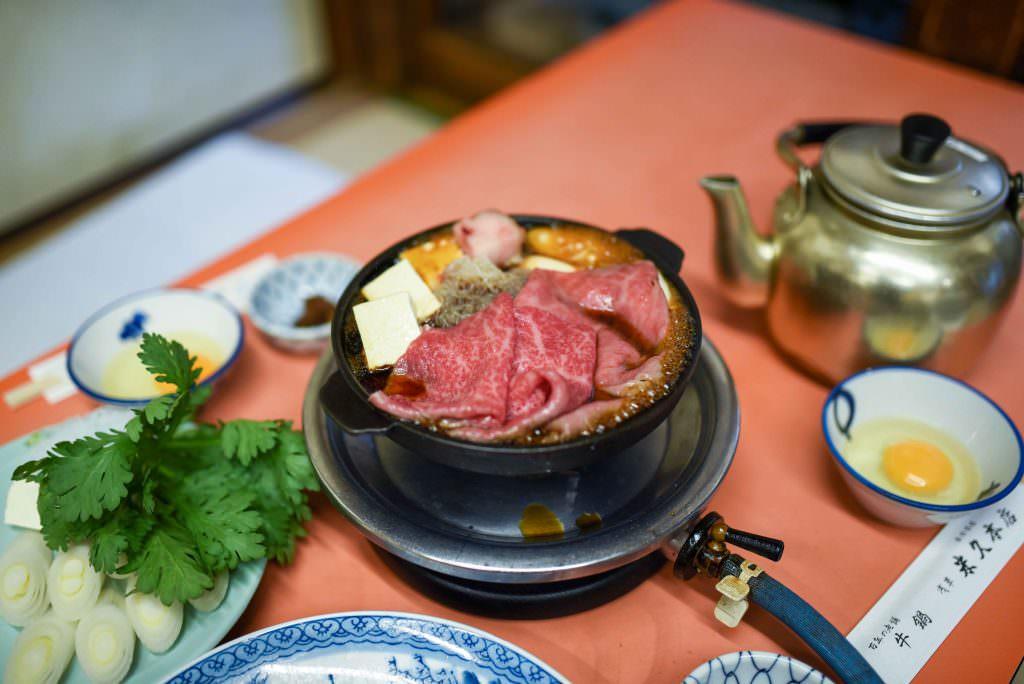 นาเบะเนื้อ (Gyunabe) จากร้านโยะเนะคิว (Yonekyu) ในย่านอาซากุสะ (Asakusa)