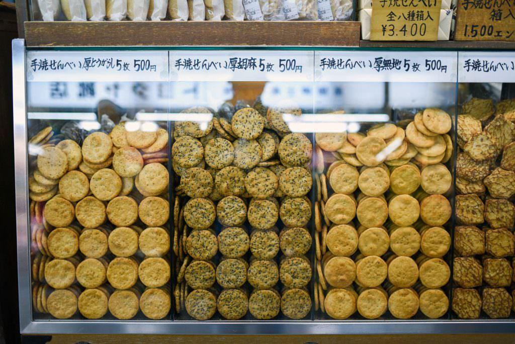 เซมเบ้ คละหลายรสชาติของร้านในย่านอาซากุสะ (Asakusa)