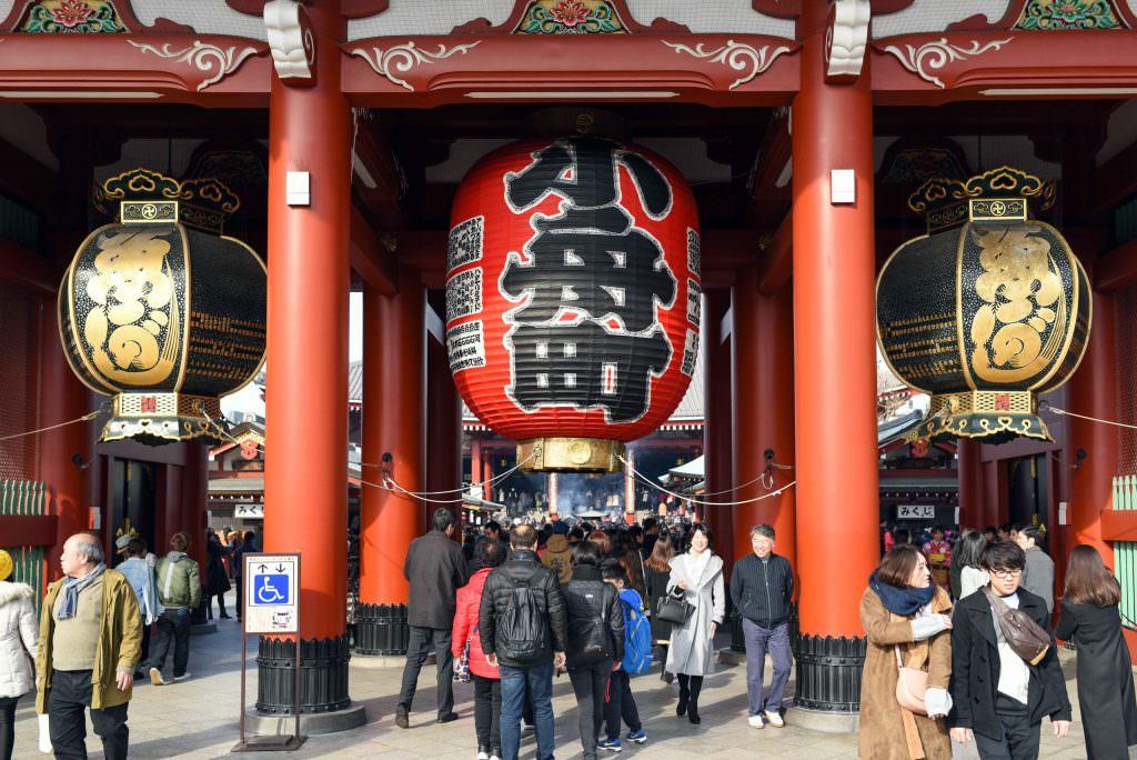 โคมไฟสีแดงใบใหญ่ยักษ์ ที่วัดเซ็นโซจิ (Sensoji)