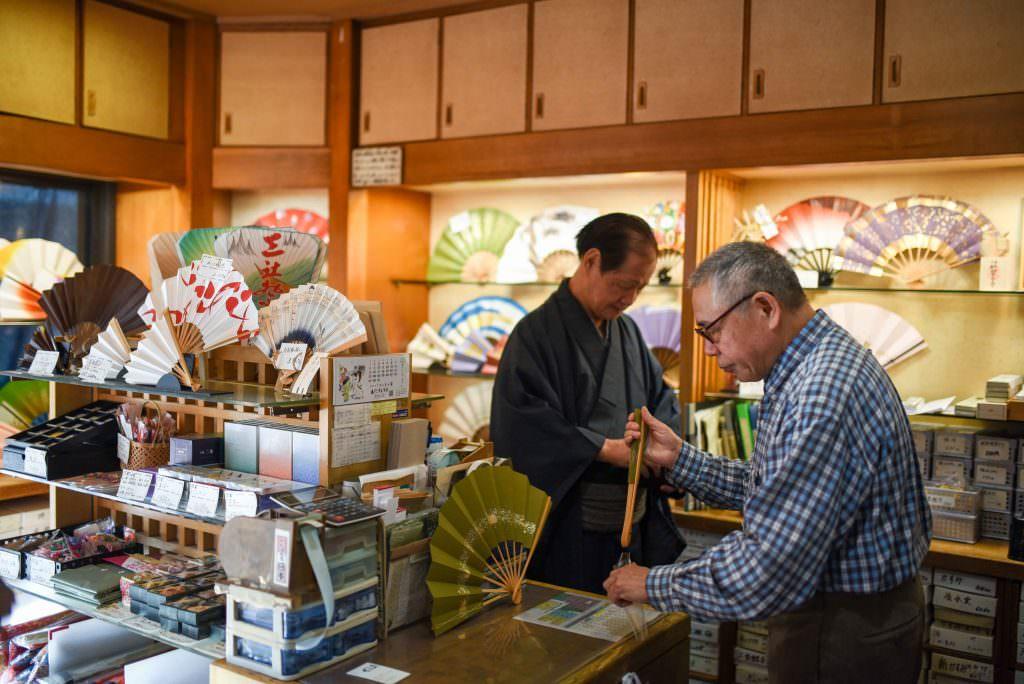 ร้านขายพัดบุนเซ็นโด (Bunsendo) ที่เปิดให้บริการมานานกว่า 120 ปี ในย่านอาซากุสะ (Asakusa)