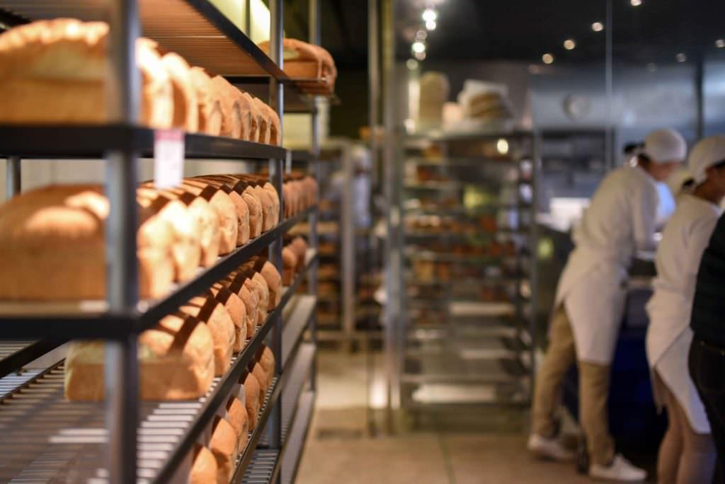 ขนมปังอบใหม่ของร้านขนมปัง ดอง ดี ซอง (DANS DIX ANS) ในย่านคิชิโจจิ