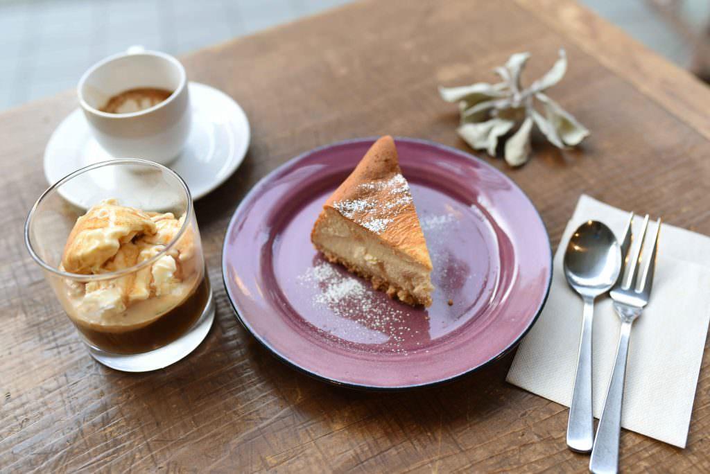 กาแฟ ขนมเค้ก และขนมหวานต่างๆ ของร้าน KICHIMU CAFE