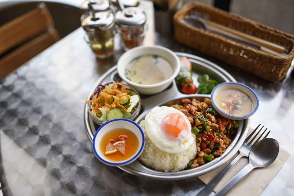 เซ็ทข้าวกะเพราไก่ไข่ดาว ของร้าน PEPA CAFE FOREST ร้านอาหารไทยในย่าน คิชิโจจิ (Kichijoji)