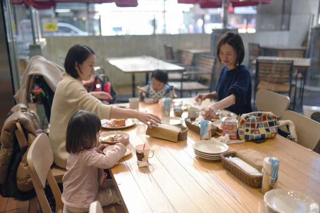 บรรยากาศภายในร้าน THE ORIGINAL PANCAKE HOUSE ในย่านคิชิโจจิ (Kichijoji)