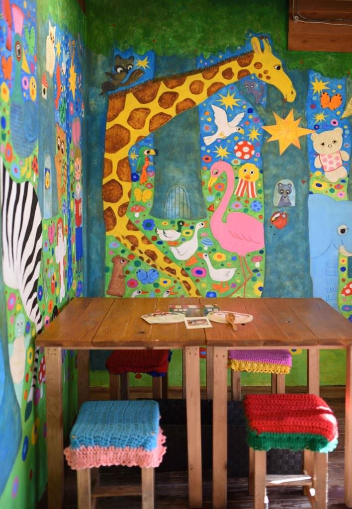 ร้าน HATTIFNATT : ผนังลายน่ารักๆ โดย marini*monteany นักวาดภาพประกอบชื่อดัง