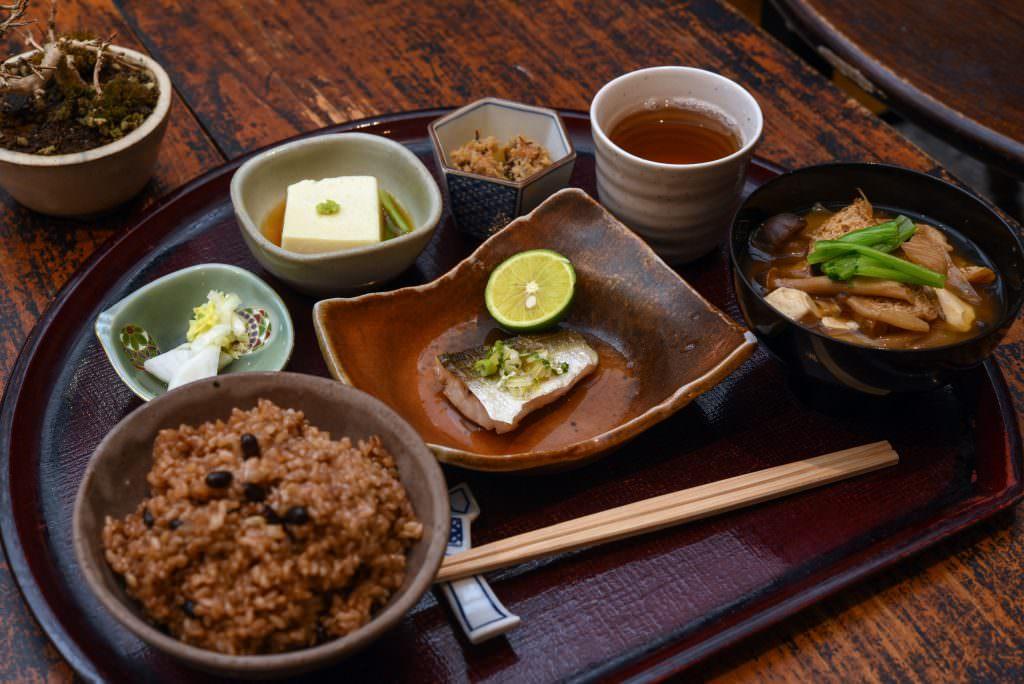 อาหารจากร้าน Yuwaeru ในย่านคุระมะเอะ (Kuramae)