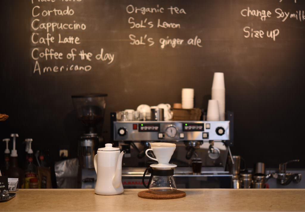 กาแฟดริปของร้าน SOL'S COFFEE ROASTERY ในย่านคุระมะเอะ (Kuramae)