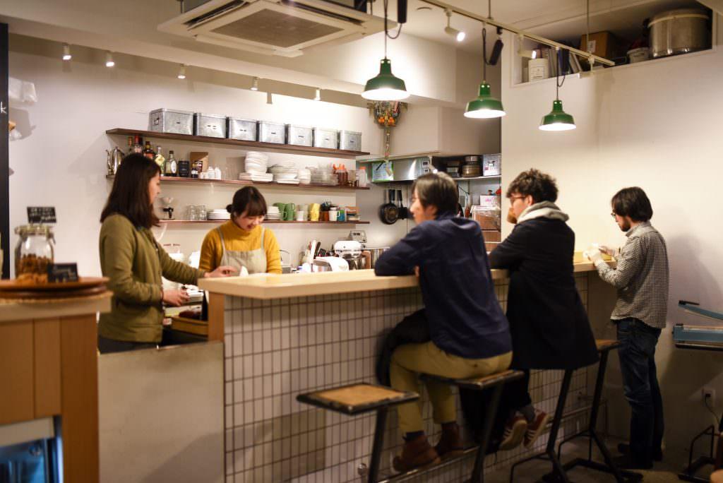 บรรยากาศภายในร้าน SOL'S COFFEE ROASTERY ในย่านคุระมะเอะ (Kuramae)
