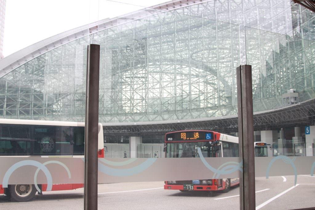 โครงสร้างที่ดูทันสมัยของสถานีรถไฟ Kanazawa Station