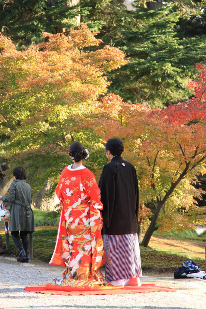 ว่าที่สามีภรรยามาถ่ายรูป pre-wedding กันที่สวน Kenrokuen