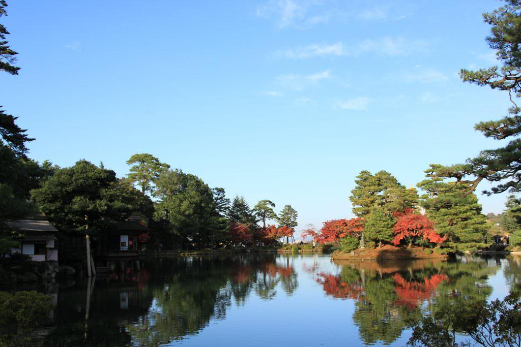 Kenrokuen (เคน-โระ-คุ-เอ็น) 兼六園 เป็น 'สวนญี่ปุ่น' ที่งดงามที่สุดติด Top 1 ใน 3 ของญี่ปุ่น