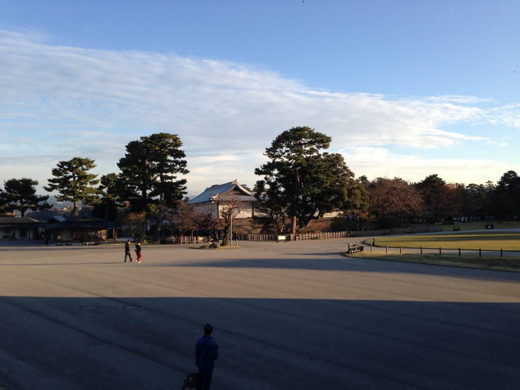 บรรยากาศรอบๆ ปราสาทคานาซาว่า (Kanazawa Castle)