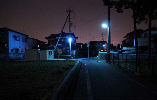 ไฟสีน้ำเงิน (Blue Light) ที่ติดตามสวนสาธารณะ ห้องน้ำ หรือในจุดเปลี่ยวๆ