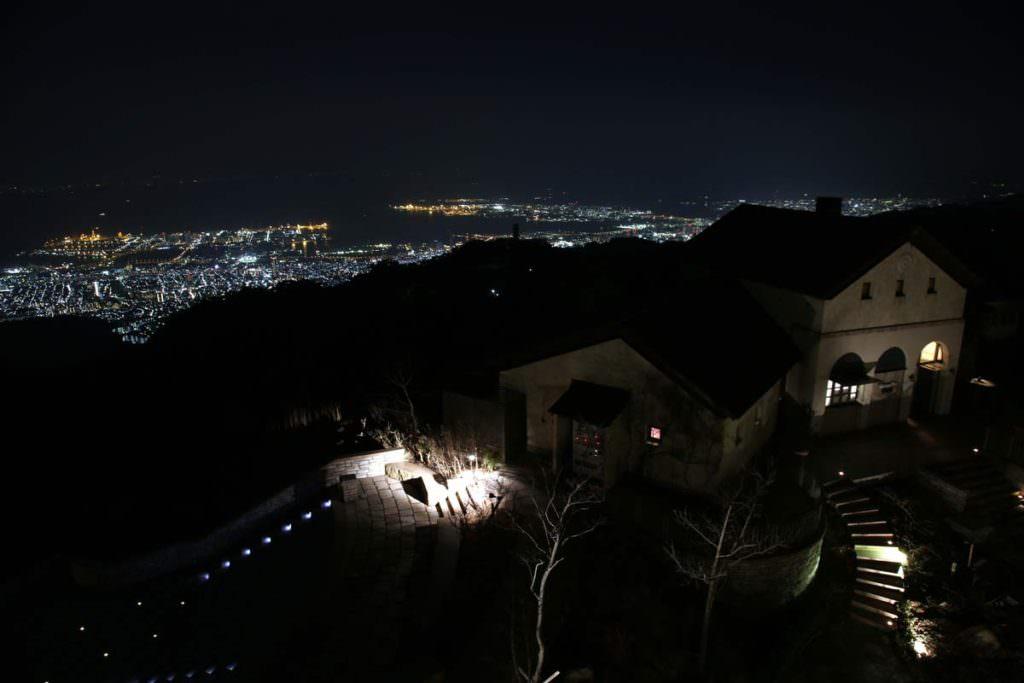 Rokko Garden Terrace อยู่บนภูเขารกโกะ เป็นอีกหนึ่งจุดชมทิวทัศน์แบบพาโนรามา