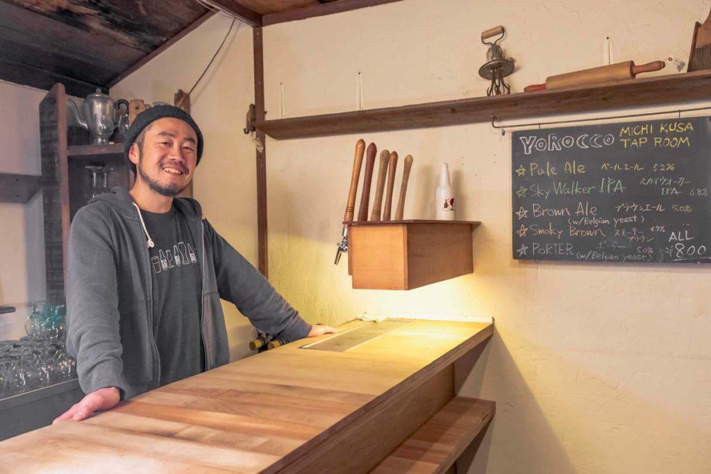 คุณคิชิเซะ อะกิโอะ(Kichise Akio) เจ้าของร้าน Yorocco Beer ในเมืองสุชิ (Zushi) จังหวัดคานางาวะ (Kanagawa)
