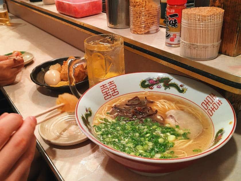 ราเมนที่ร้านอาหารยะไต (Yatai) ในจังหวัดฟุกุโอกะ (Fukuoka)
