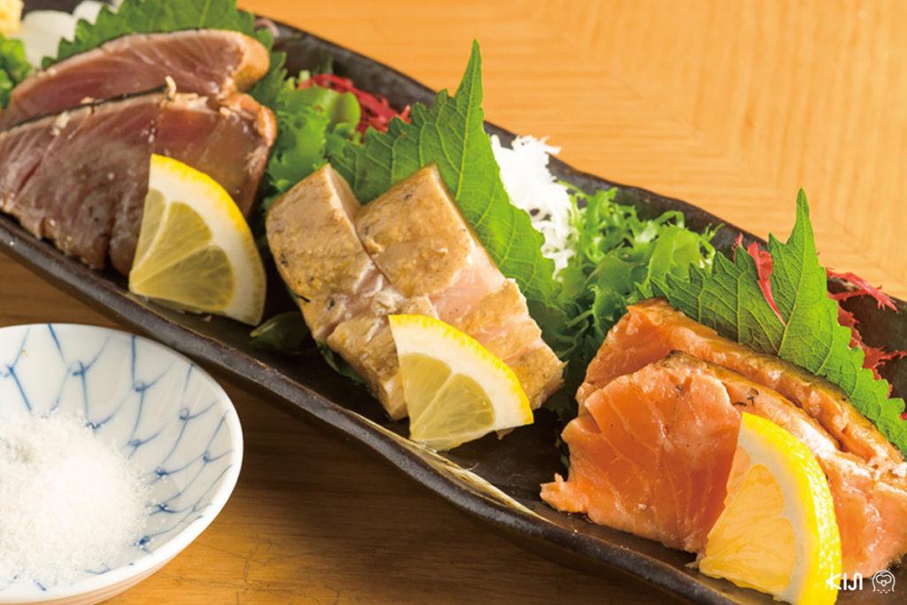 Warayaki 3 Kinds ที่ใช้เนื้อปลาปรุงถึง 3 ชนิด ได้แก่ คัตสึโอะ บินโทโระ และแซลมอน อาหารของร้าน Sushi Juban