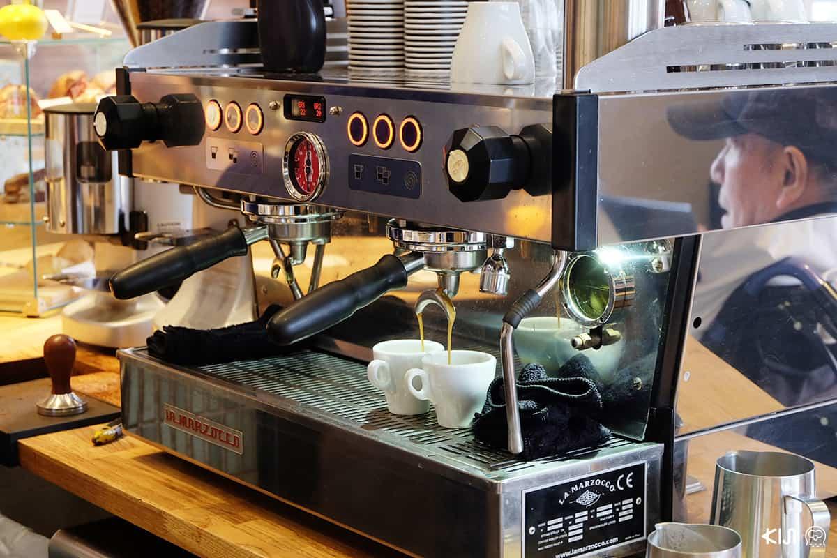 เครื่องทำกาแฟของร้าน ALLPRESS ESPRESSO