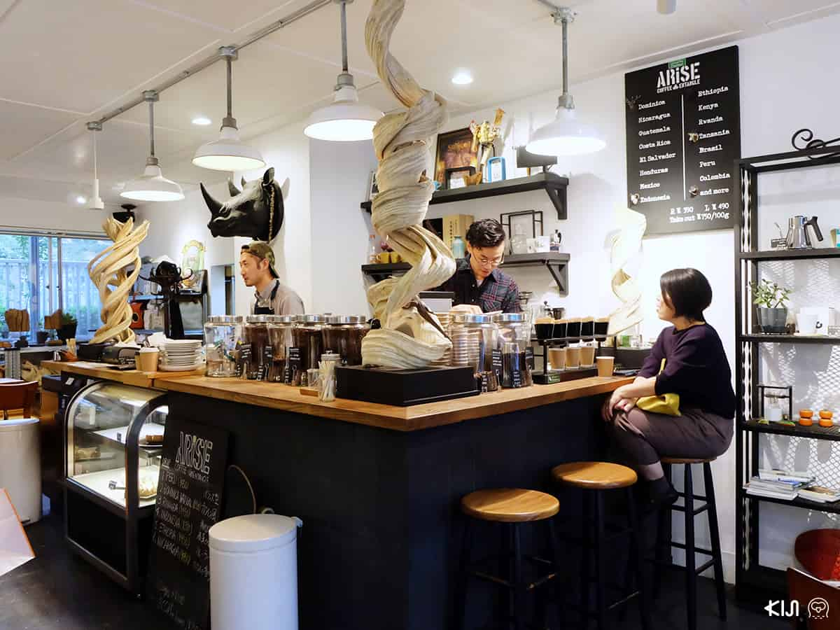บรรยากาศภายในของร้าน ARISE ENTANGLE CAFE