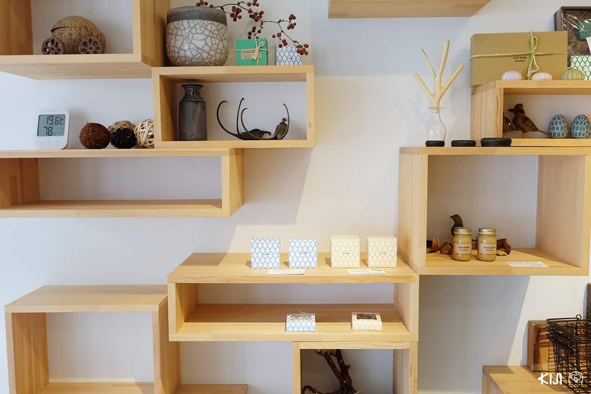 สินค้าที่ขายภายในร้าน ARTICHOKE CHOCOLATE สาขาคิโยสุมิชิราคาวะ