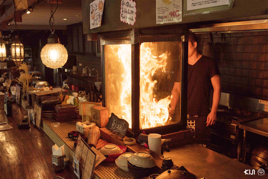 วาระยากิ จากร้าน Teppen จะผ่านความร้อนโดยการย่างฟาง ทำให้ได้กลิ่นหอมของฟางข้าวขณะรับประทาน ช่วยเพิ่มอรรถรสในการรับประทานเพิ่มขึ้น