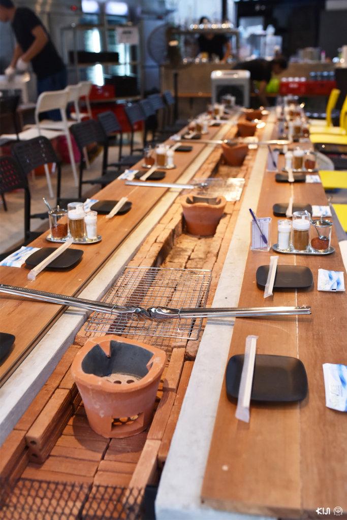 """บรรยากาศภายในร้าน Teppen ร้านวาระยากิอิซากายะ ร้านอาหารญี่ปุ่นที่มีความโดดเด่นในเรื่องของการทำเมนู """"วาระยากิ"""""""