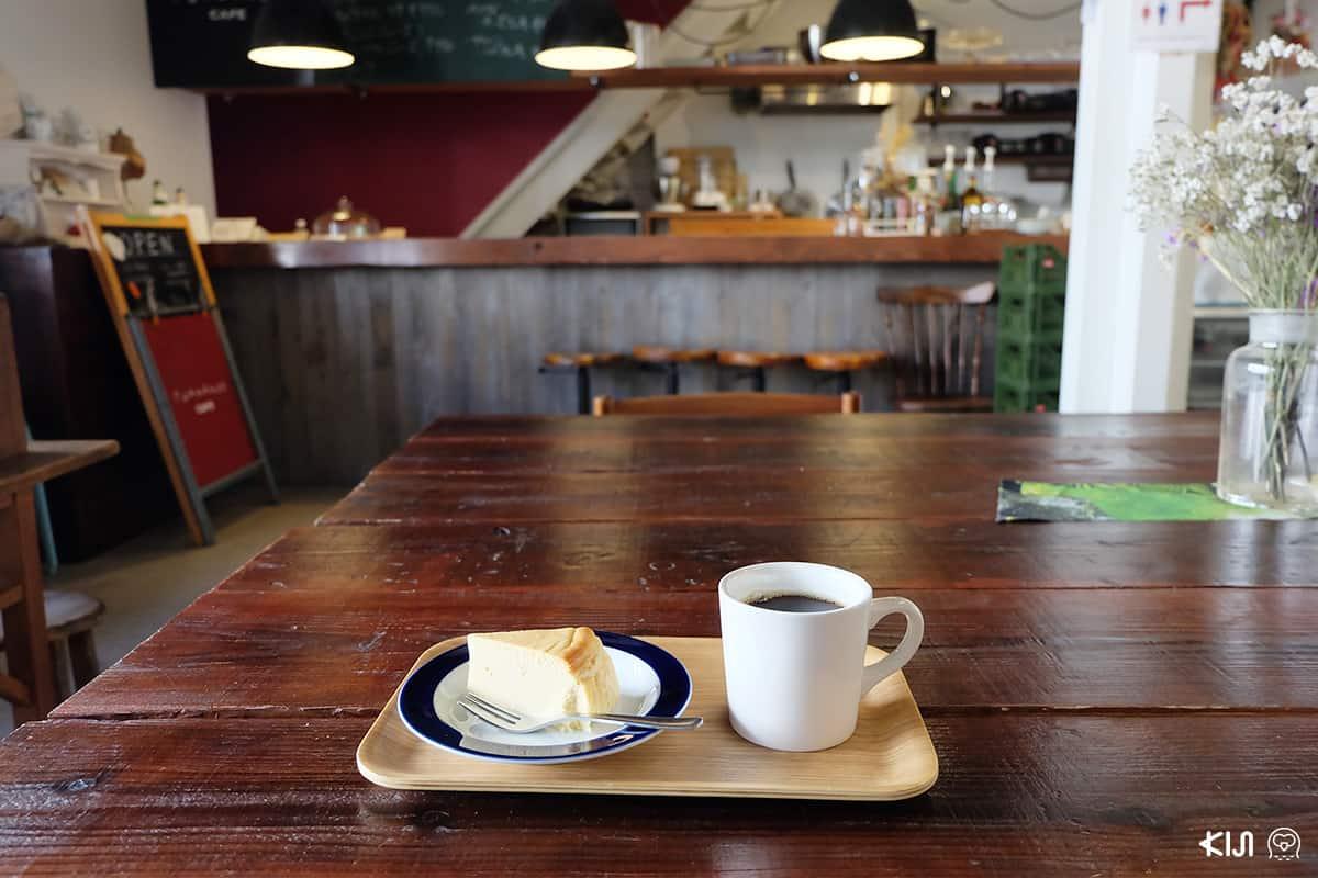 กาแฟและขนมเค้กจากคาเฟ่ที่อยู่ชั้น 1 ของ Fukadaso