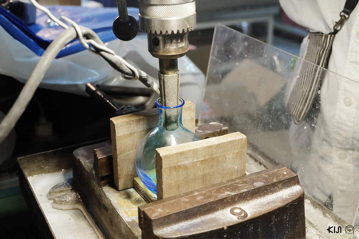 กระบวนวิธีการผลิตแก้วจาก Glass Lab