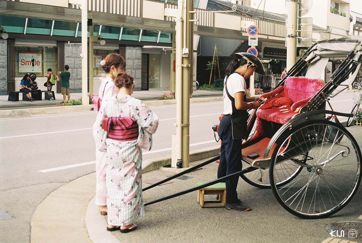 รถลากที่มีให้บริการแก่นักท่องเที่ยวในทาคายาม่า (Takayama)