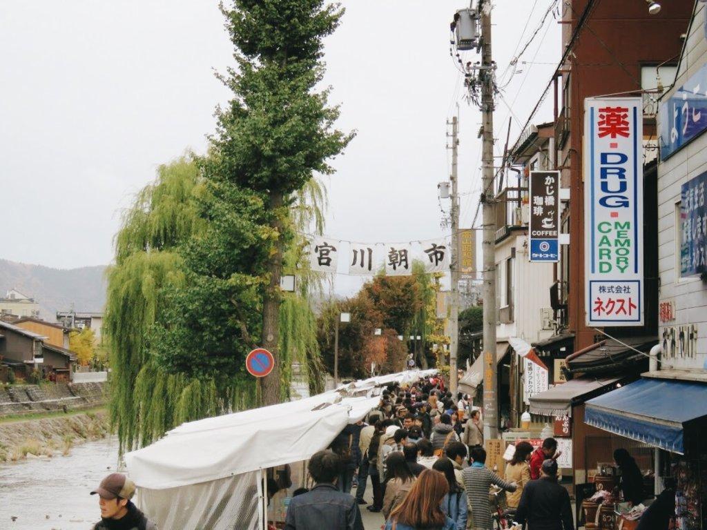 บรรยากาศของตลาดเช้ามิยางาวะ Takayama