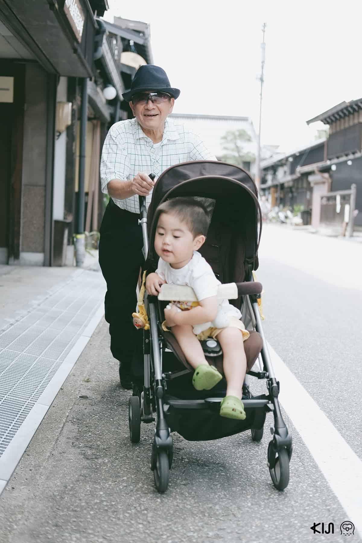 นักท่องเที่ยวที่ Takayama Old Town