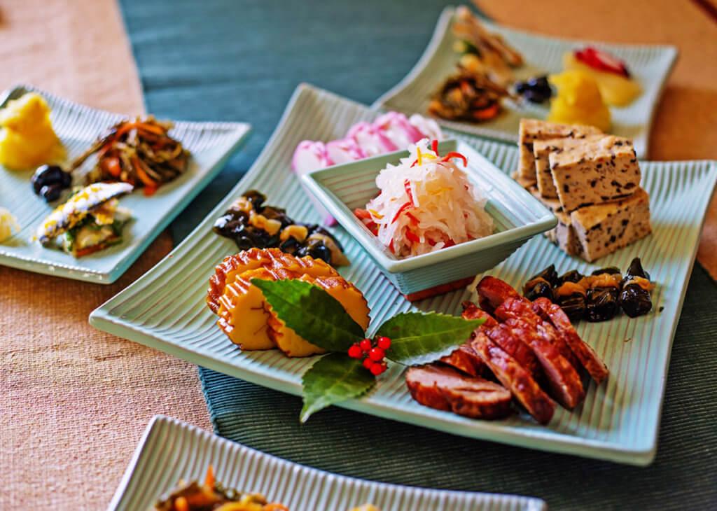 มื้ออาหารโอเซจิ (Osechi) ซึ่งนิยมรับประทานกันในวันที่ 1-3 มกราคมของทุกปี