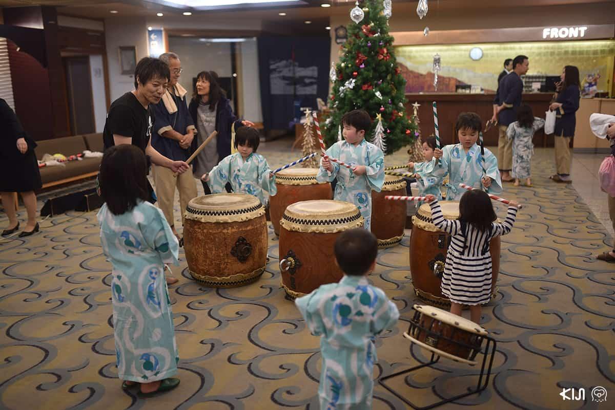 โรงแรมวาชูไฮแลนด์มีกิจกรรมสอนตีกลองญี่ปุ่น และการแสดงคิเมนไดโกะ การแสดงหน้ากากยักษ์ตามตำนานเรื่องเล่าของชาวญี่ปุ่น ที่จะจัดขึ้นบริเวณล็อบบี้ของโรงแรม เวลา 20.30 น. ของทุกวัน
