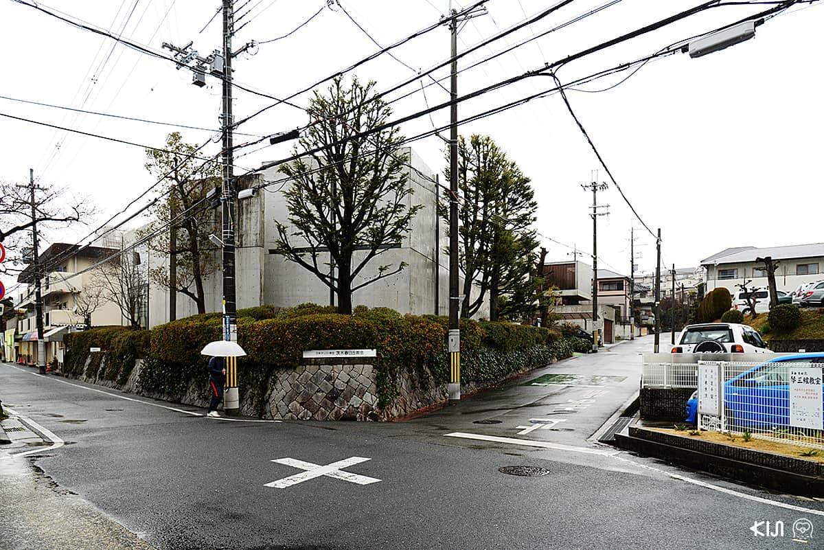 """Church of the Light"" บนทางแยกในย่านชุมชนในอิบารากิ (Ibaraki)"