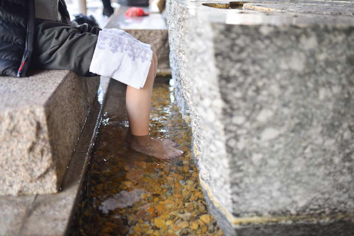 เมือง คิโนะซากิ มีจุดให้แช่เท้าเพื่อความผ่อนคลายกันได้แบบฟรีๆ