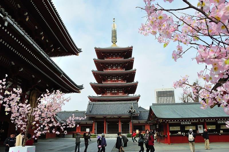 วัดเซนโซจิ (Sensō-ji Temple) มีเจดีย์ 5 ชั้นแสนงดงามอลังการ มีความสูงถึง 48 เมตร