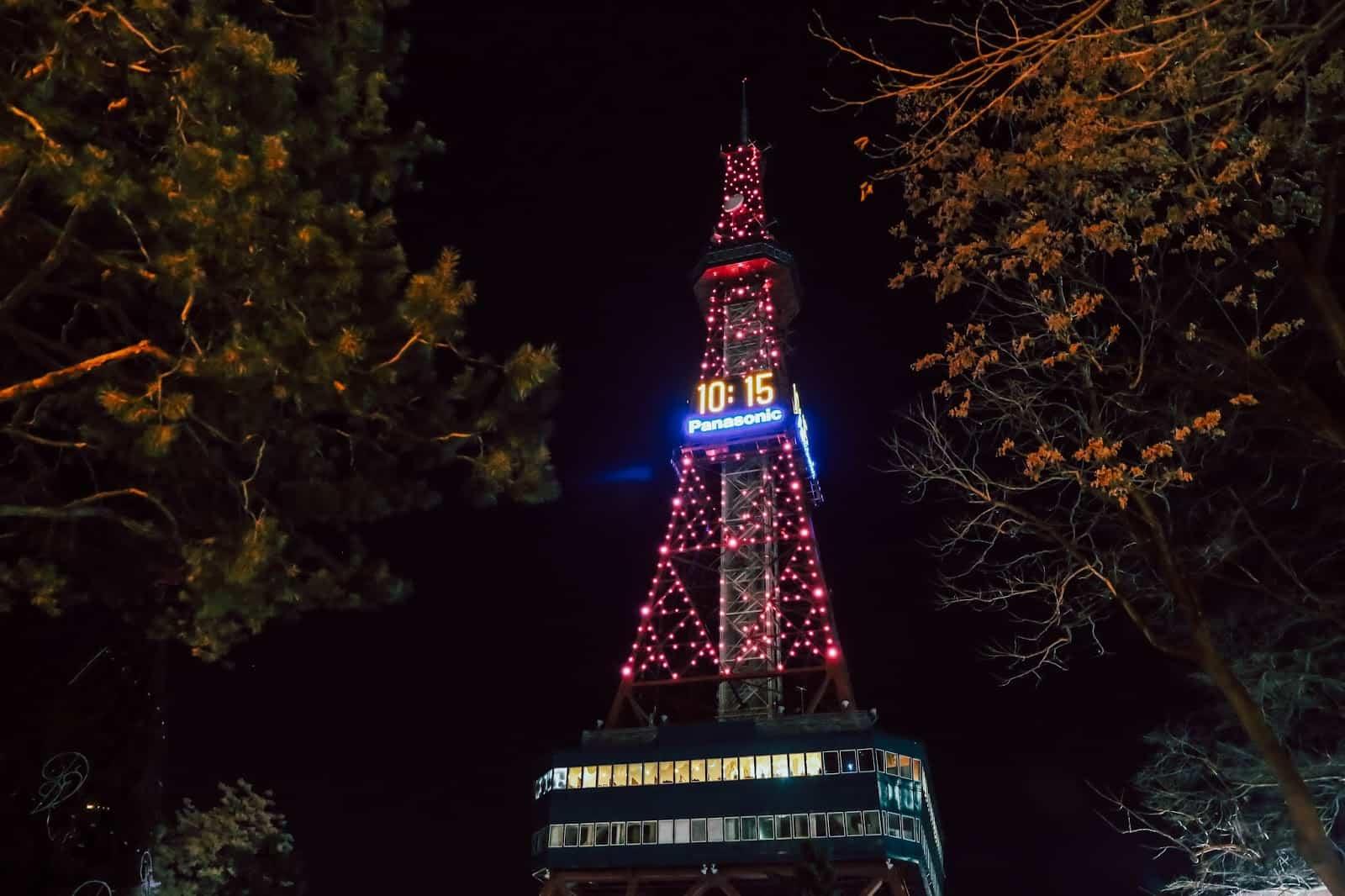มีบริการเปลี่ยนสีซัปโปโรทีวีทาวเวอร์ (SAPPORO TV TOWER) ให้เป็นสีชมพูในเดือนแห่งความรัก