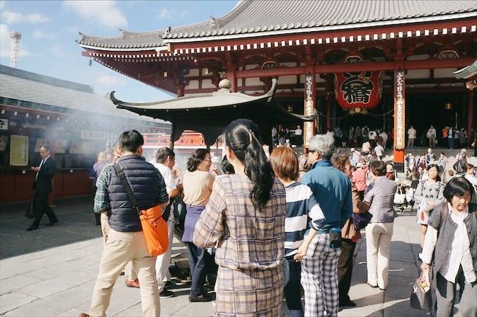 วัดอาซากุสะ (Asakusa Temple) มีอีกชื่อหนึ่งว่า วัดเซนโซจิ (Sensō-ji Temple)