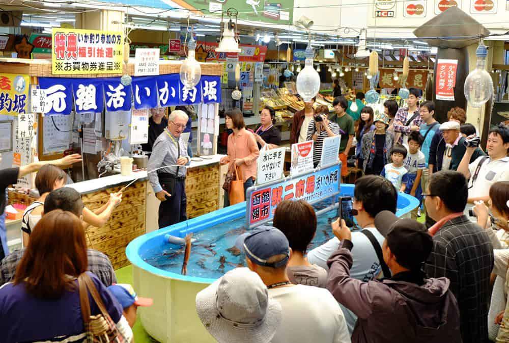 ตลาดเช้าฮาโกดาเตะ มีแหล่งตกปลาหมึกที่ใหญ่ที่สุดของประเทศญี่ปุ่น