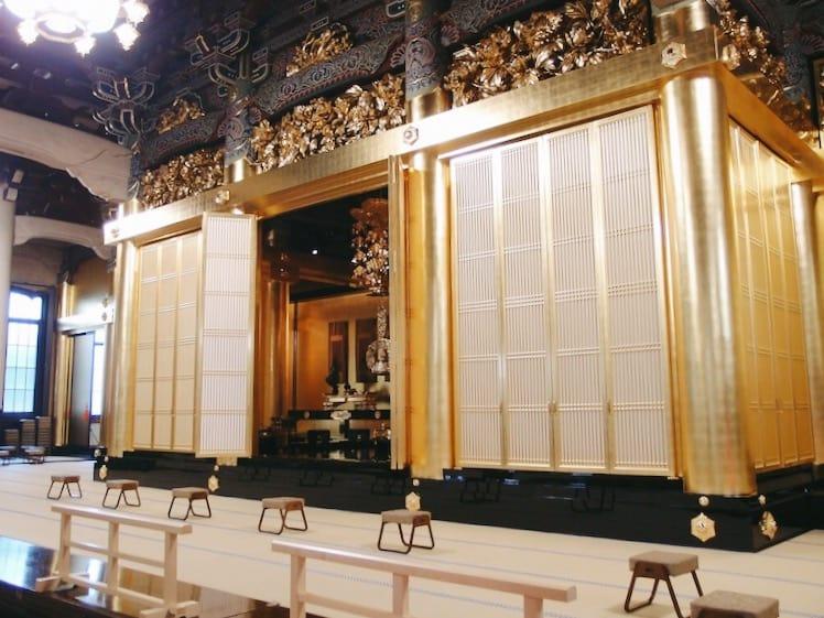 บรรยากาศภายในของ Tsukiji Hongwan-ji Temple