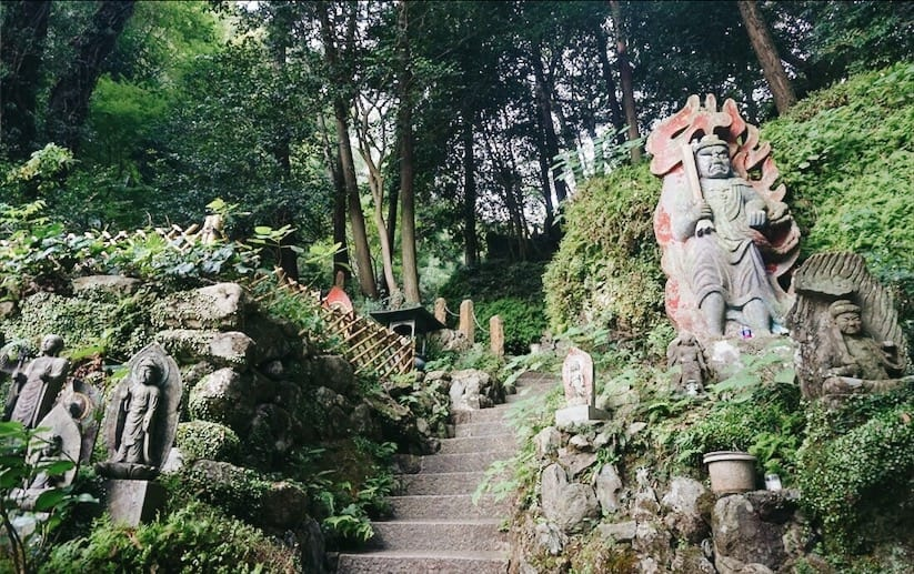 บริเวณรอบๆ วัดนันโซอิน(Nanzoin Temple)