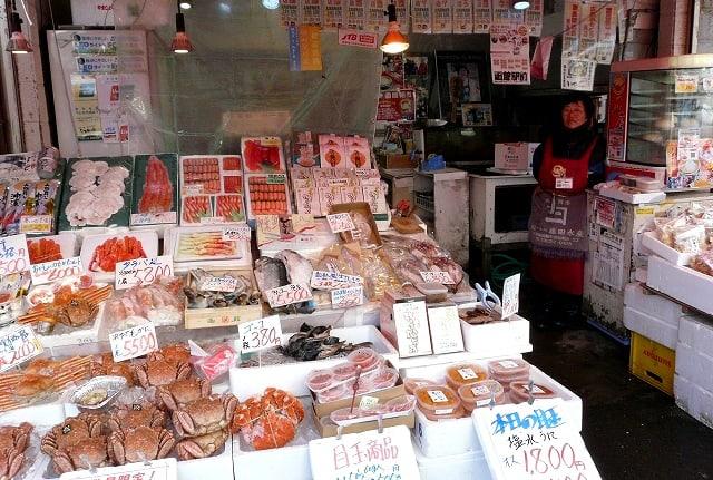 อาหารทะเลสดๆ ที่ตลาดเช้าฮาโกดาเตะ (Hakodate Morning Market)